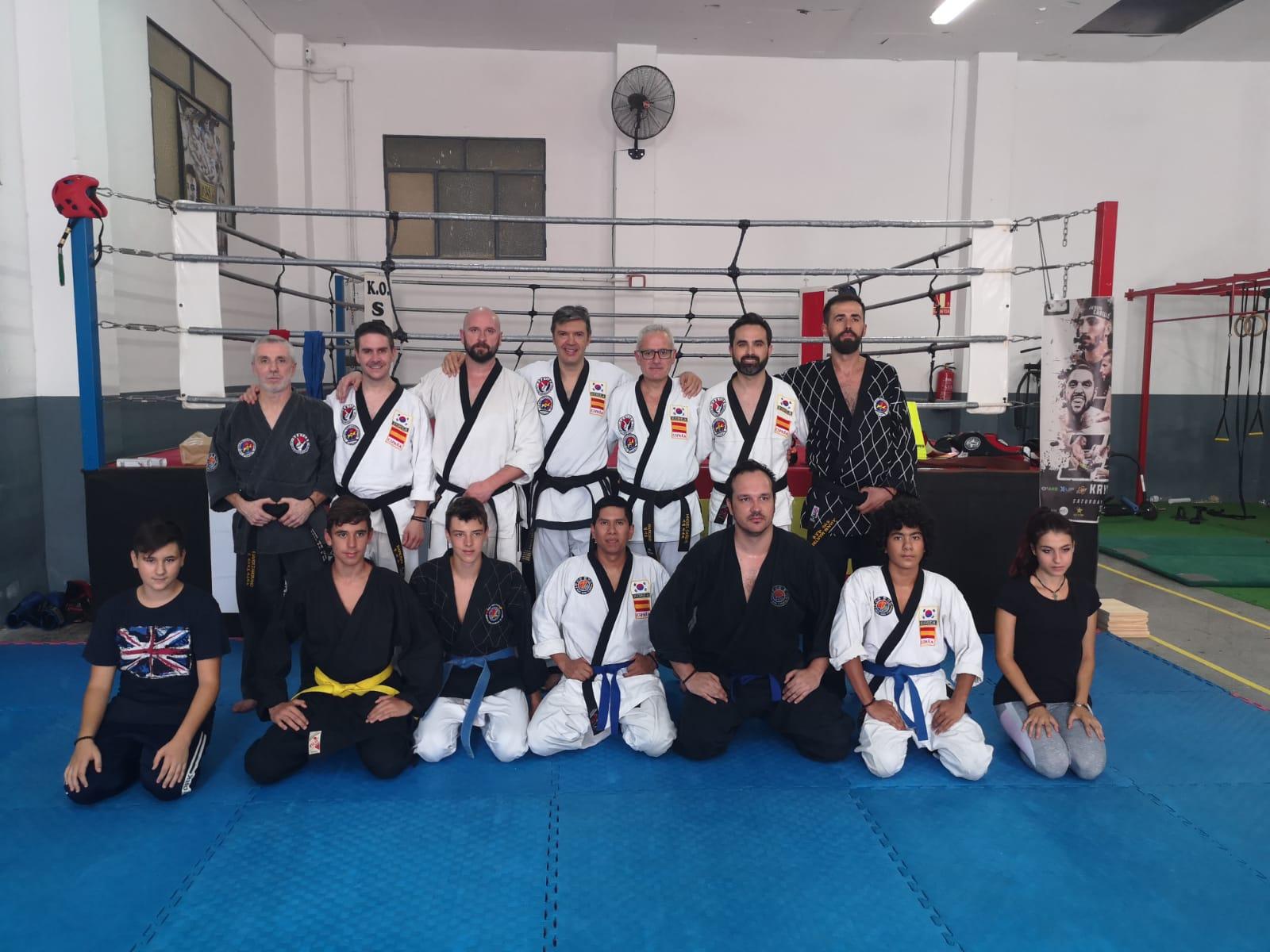 Grupo seminario impartido por cinturones negros - Julio 2019